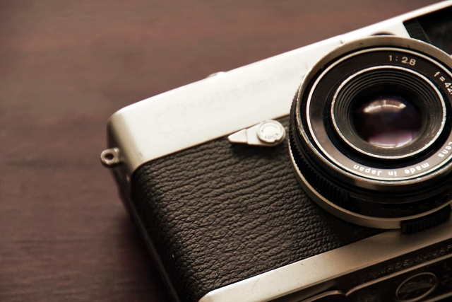 カメラを購入する際に一緒に購入すべきアクセサリーとは?